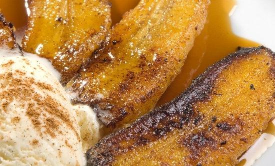 Plátanos flambeados al ron